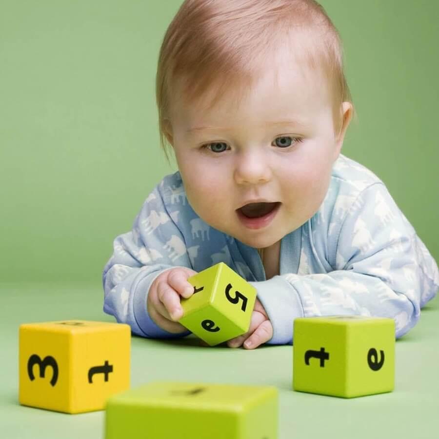 아이가 혼자 놀 수 있게 만드는 방법