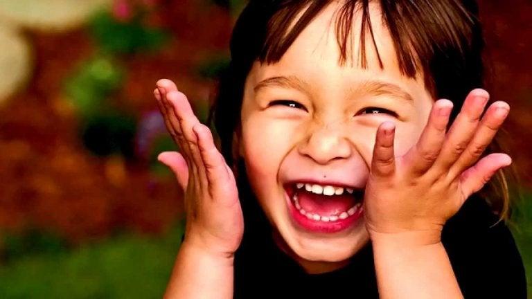아이들의 유머 감각을 발달시키는 방법