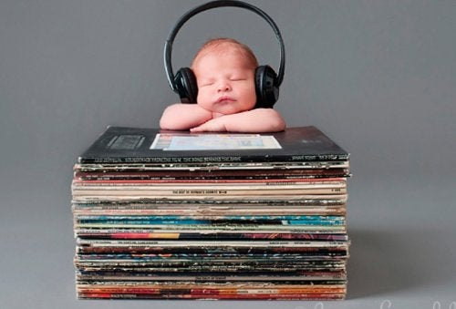 Listening to Music Helps Your Baby Talk Sooner