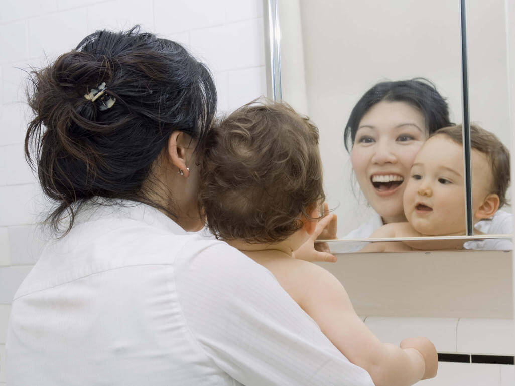 benefits of playing with your baby in front of a mirror