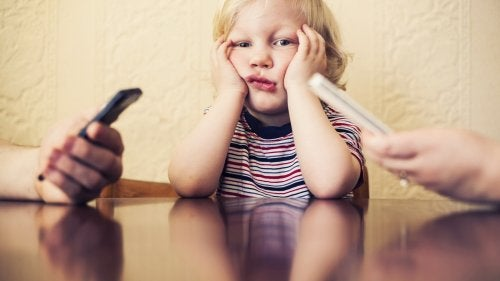 Your Cell Phone Addiction Hurts Your Child