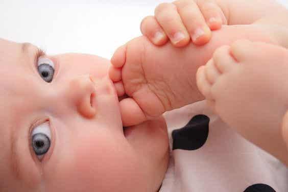 Barefoot Babies: Happier and Smarter?