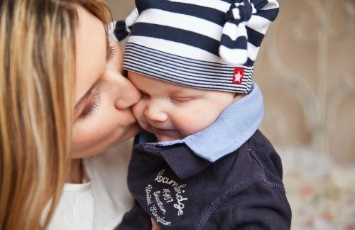 why you should avoid kissing your baby on the mouth