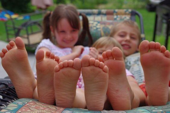 Benefits of Letting Children Go Barefoot