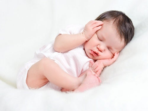 baby with healthy sleep habits