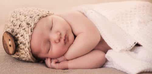7 Tips To Help Your Baby Sleep Though The Night
