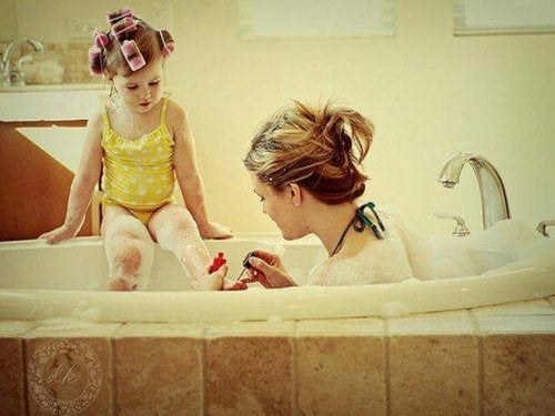 mom and her daughter in the bathtub