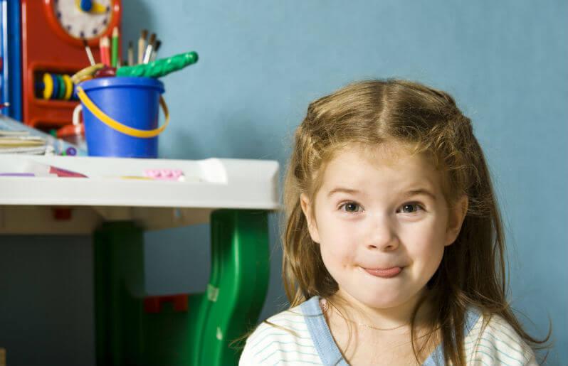 varför barn sträcker ut tungan när de koncentrerar sig