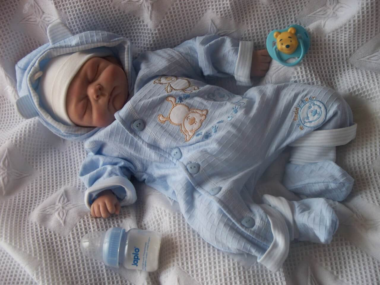 4 tips to bundle up a newborn