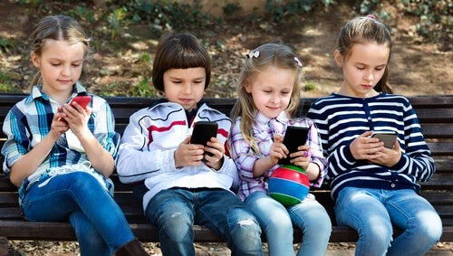 8 Reasons Why Children Under 12 Shouldn't Use Smartphones