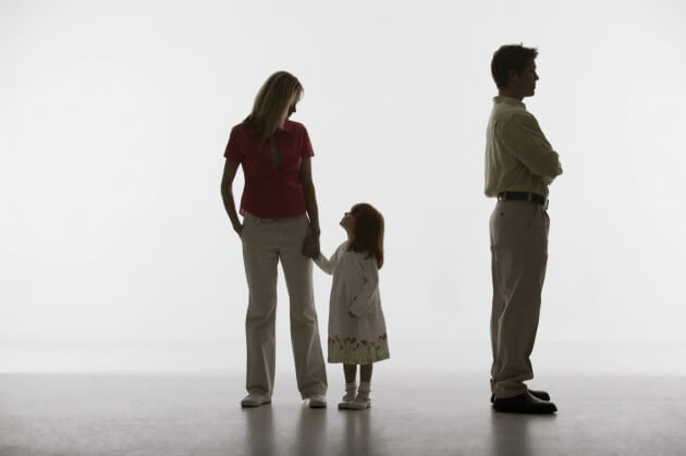 far med ryggen til mor og datter