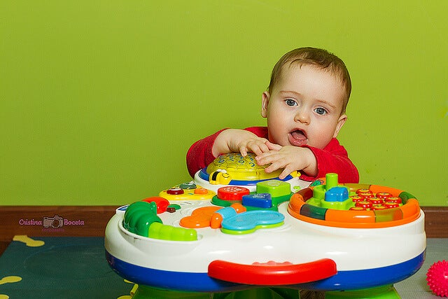 Let's Play! Weekly Activities For Your Baby's First Year of Life