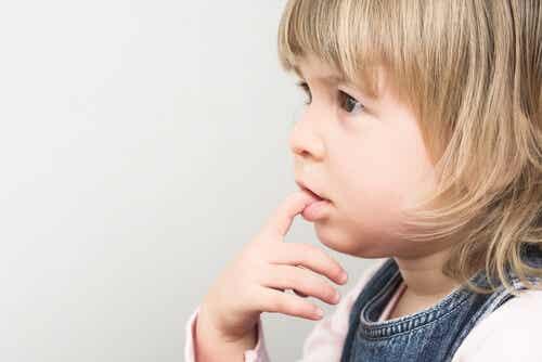 Who Do Children Bite Their Nails?
