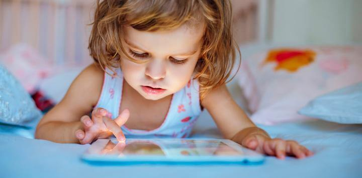 """The Use of """"Touch Screens"""" Alter Your Child's Sleep"""
