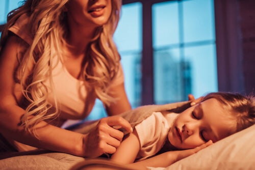 7 Things A Mother Secretly Does for Her Children