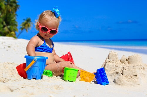 7 Tips for Taking Your Baby to The Beach for The First Time