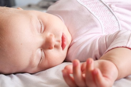 lille baby der sover