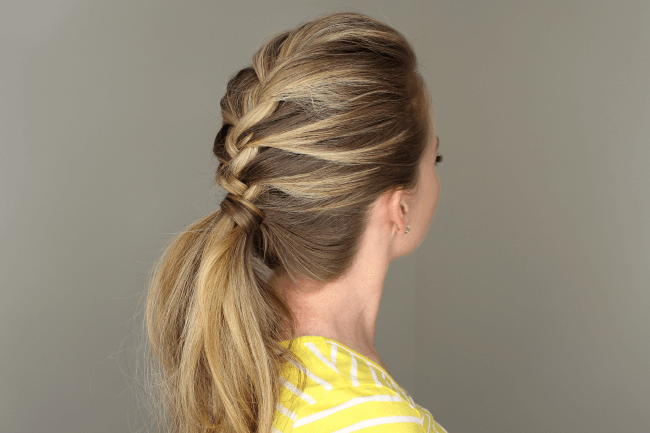 8 Simple Hairstyles for Moms with No Time