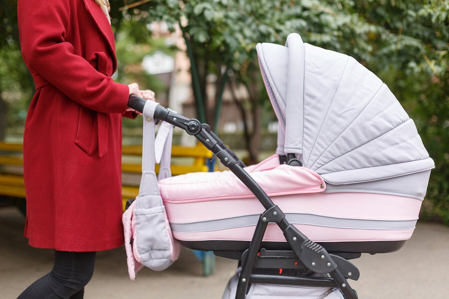 What Should You Pack in The Baby's Stroller Bag?