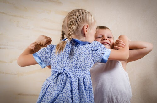 5 Tips for Avoiding Sibling Jealousy