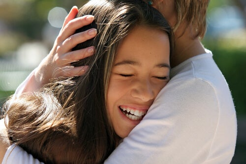 8 Therapeutic Benefits of Caressing Your Child