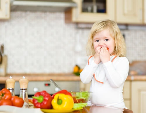 How to Deal with Food Neophobia in Children