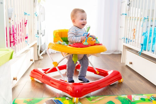 Pros and Cons of Allowing Children to Use Baby Walkers