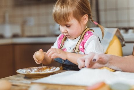 Should I Allow My Child to Play with Their Food?