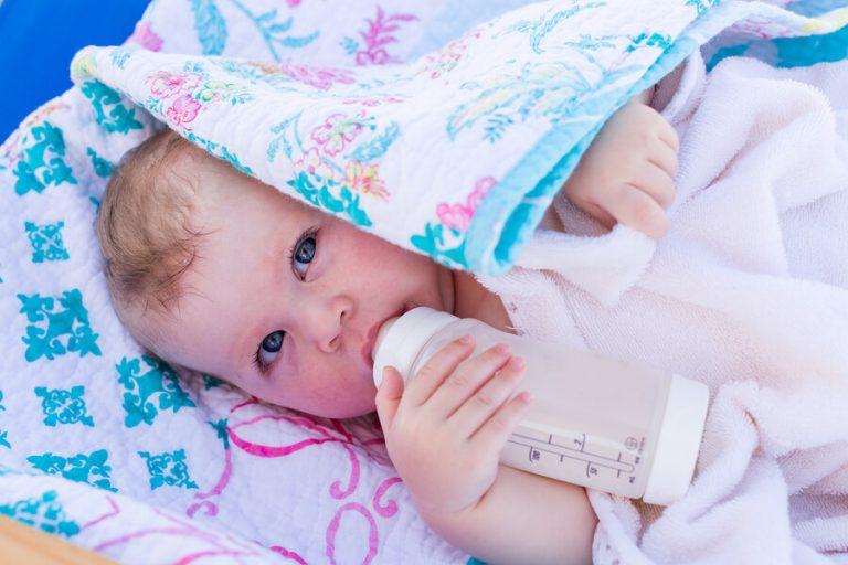 baby med sutteflaske
