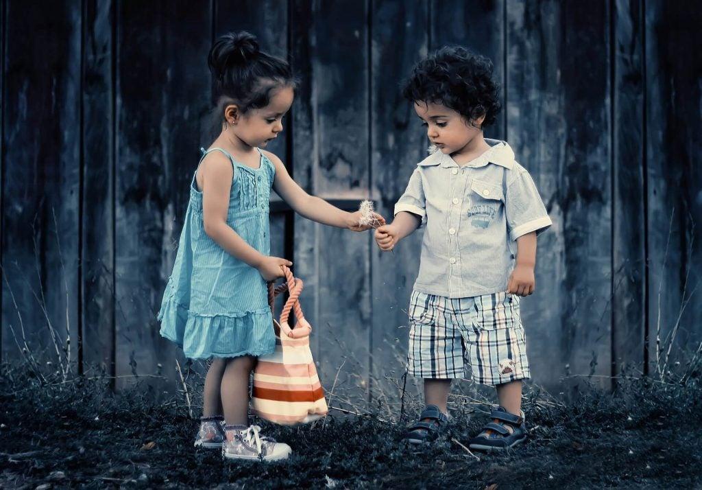 7 Ways to Encourage Kindness in Kids