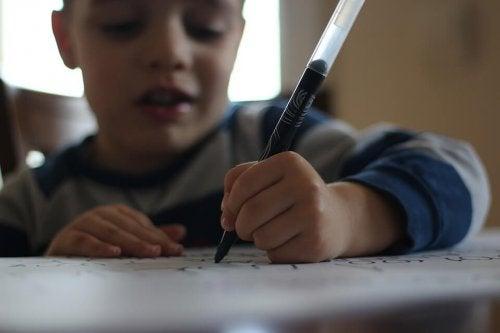 Specular writing in children