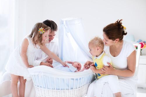 Mini Cots or Bassinets For Newborn Babies?