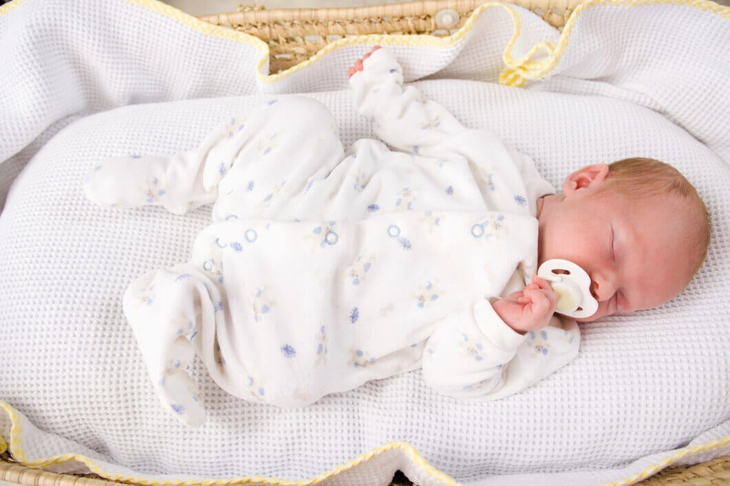 How Long Should Babies Sleep Before Feeding?