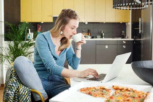 8 Tips for Mothers Who Work From Home