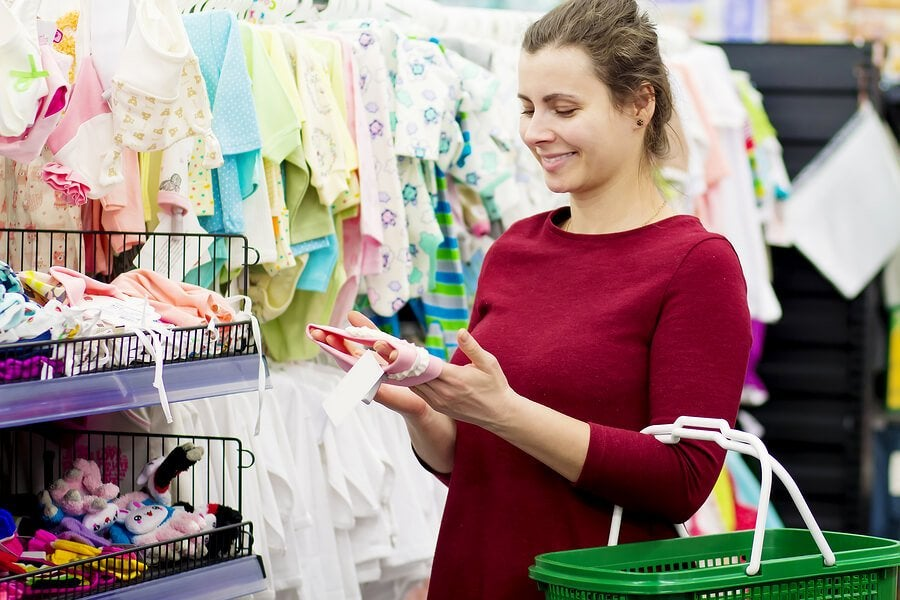 4 Shopping Tips for First-Time Mothers
