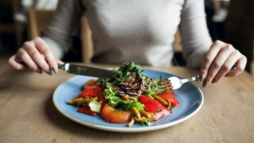 Dining Out While Pregnant: How to Eat Healthy