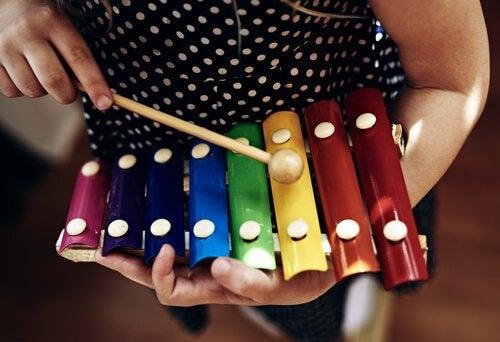 Music promotes the psychomotor development in children.