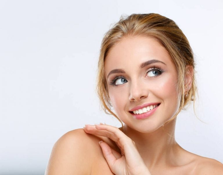 3 Ways to Quickly Put on Makeup