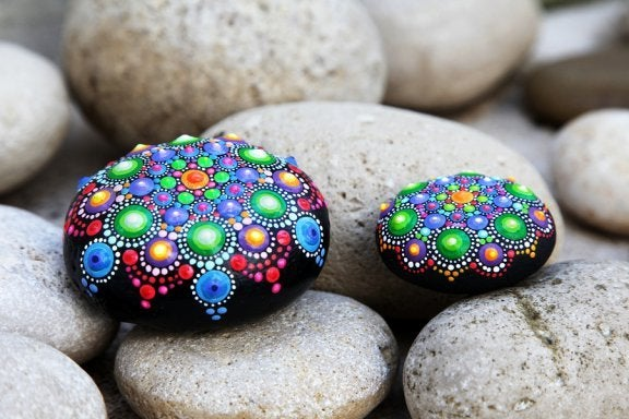 Decorating Stones: Simple, Beautiful Crafts