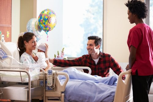 8 Tips for Going to Visit a Newborn at the Hospital