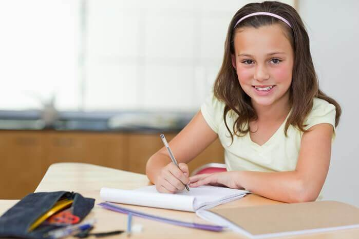 10 Great Ways to Prepare a Study Desk for Your Child
