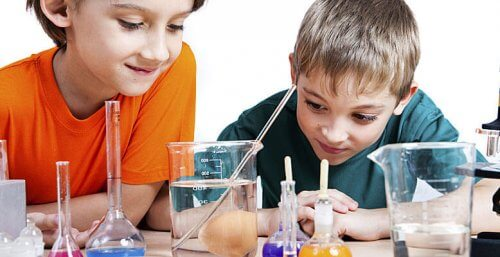 4 Experiments You Can Do at Home with Children
