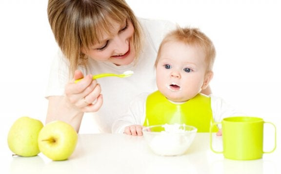 How to Help Your Baby Try New Foods