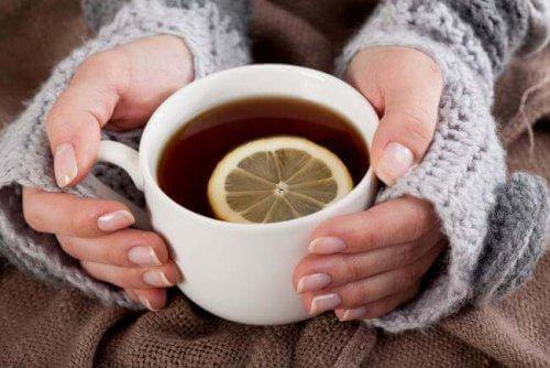 Pros and Cons of Drinking Green Tea During Pregnancy