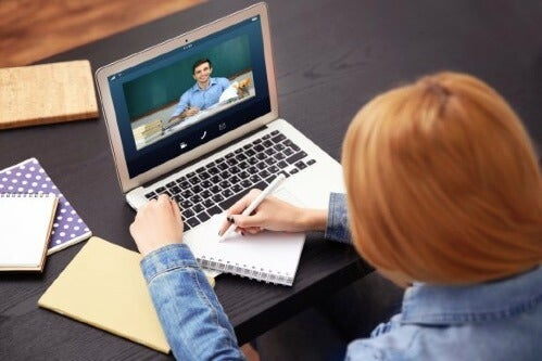 Distance Education: Pros and Cons of E-Learning