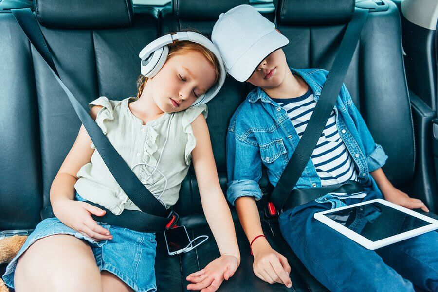 Tips to Help Your Children Sleep Well on Vacation