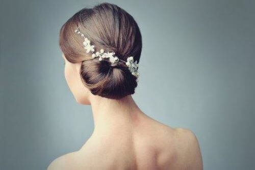 Bridal Headpieces: Romantic Styles with Flowers
