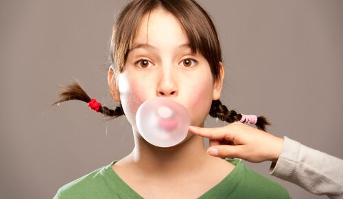 What to Do if Your Children Swallow Gum?
