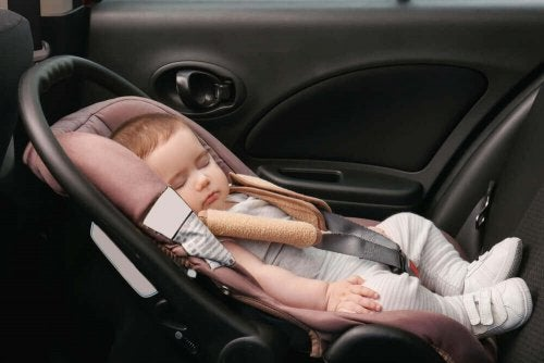 Child safety seats should be facing the back of the car.