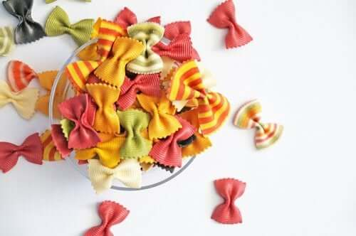 Crafts Your Children Can Make with Pasta